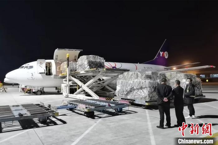 """""""晋江—马尼拉""""国际货运包机首航满载防疫物资驰援菲律宾"""